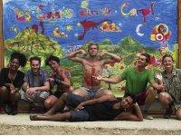 Delante del mural pintado