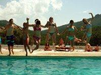 Salto en la piscina