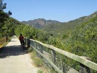 自行车山地车与GPS和不同的路线