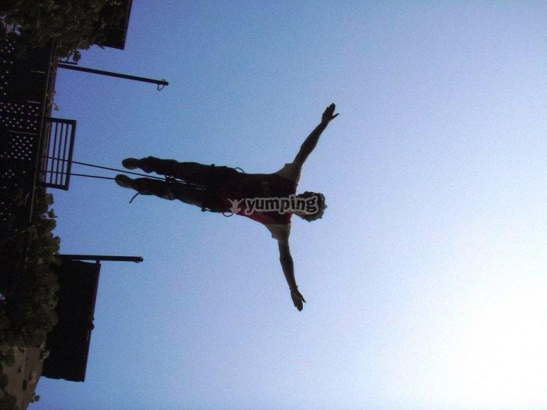 Salto del angel en mini puenting