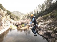 在Sierra de Aracena溪降,3小时
