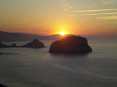 Puesta de Sol en barco en Gaztelugatxe 1 h 30 min