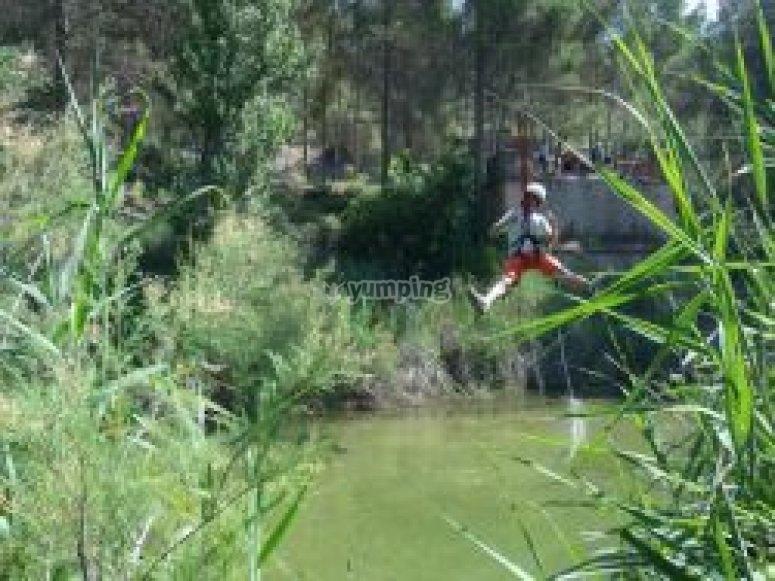 河里的Tirolina