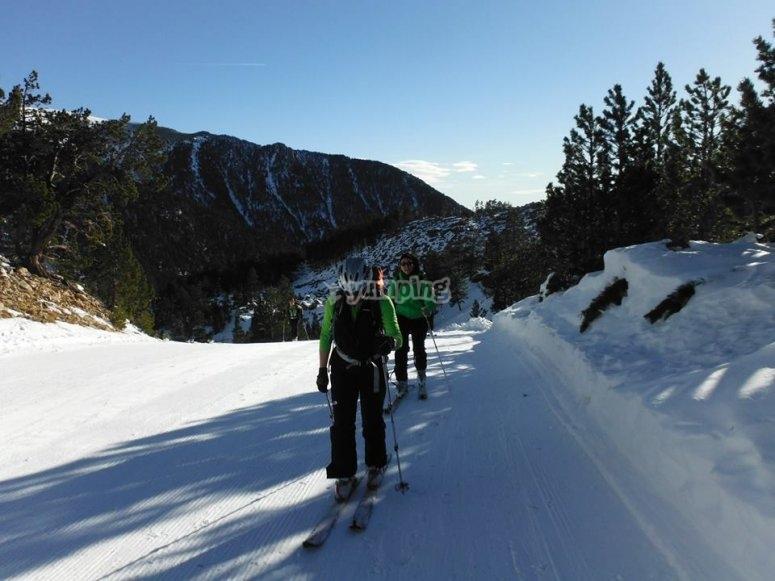 Sesion de esqui alpino en Gerona