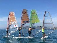Aprendiendo windsurf con amigos