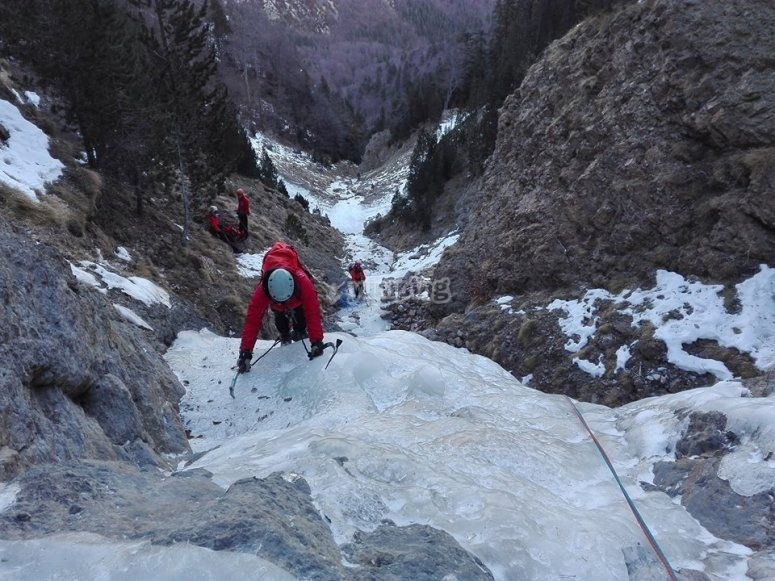 Practicando alpinismo en Gerona