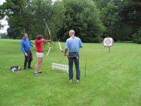 Practica tiro con arco al aire libre
