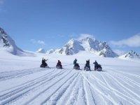 山雪地摩托加拿大是无限