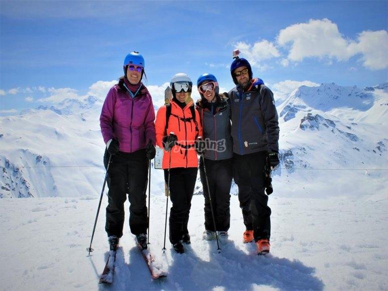 Sesion de esqui en Valdesqui