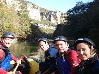 Rafting al pie de las montanas