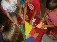 Jugando con piezas de colores
