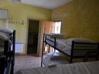 Dormitorio con camas en literas