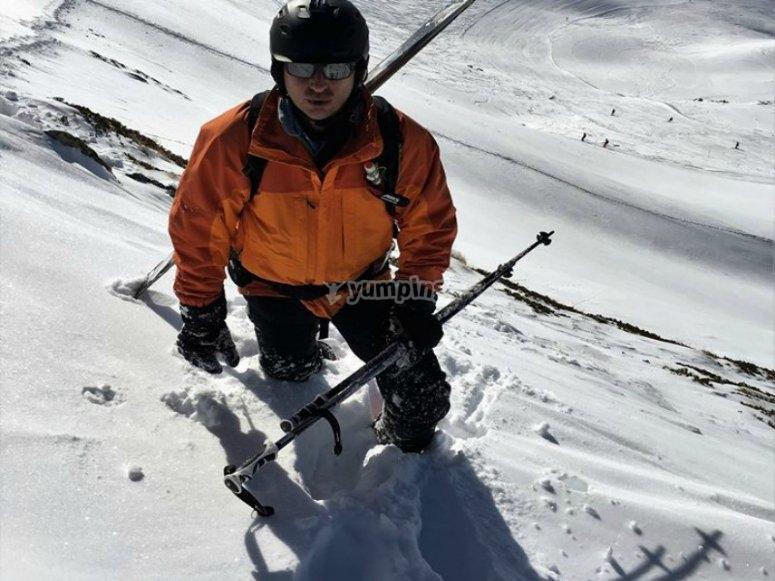 entre montanas de nieve