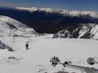 远处的滑雪者