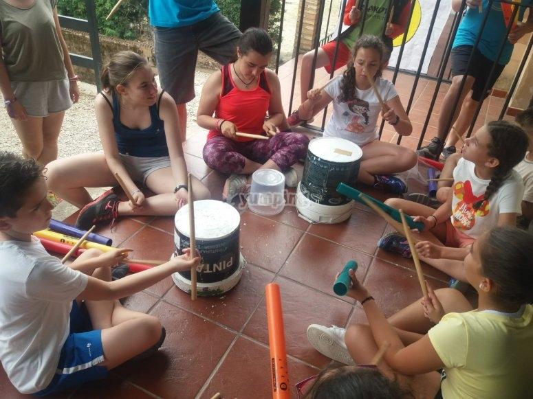 Percussion playing in Pasarón de la Vera