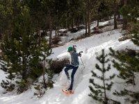 Bajando la ladera con las raquetas