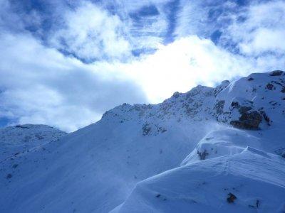 穿越冬季3天的越野小径,比利牛斯山脉