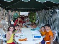 Estudiando en el campamento