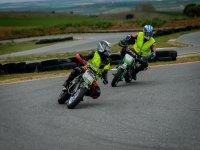 Pareja de motociclistas