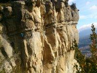 通过Ferrada德森特列斯铁索攀岩Baumes代莱Corcades