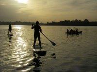 Sup y kayak con la puesta de sol