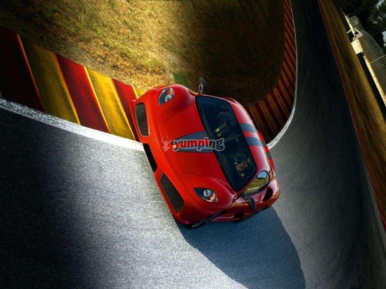 Avanzando en Ferrari
