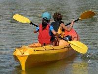 在阿罗兹划皮艇