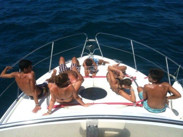 放松和享受帆船运动