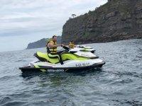 Recorriendo Gijón en moto de agua