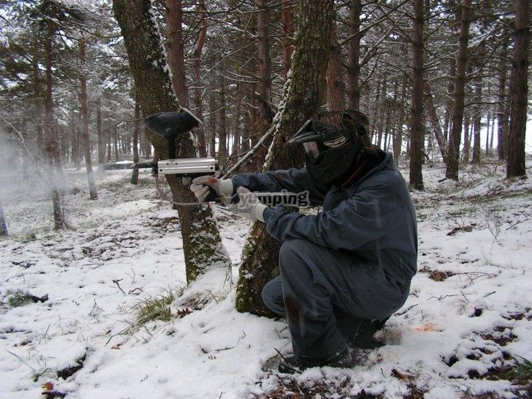 Partida de paintball en la nieve
