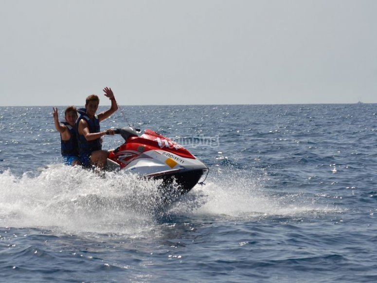 Mogan en moto de agua.