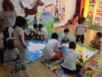 Pintando en el aula