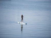 桨冲浪板上划