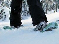 Racchette da neve attaccate alle scarpe