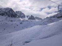 在比利牛斯山脉中心的狗拉雪橇