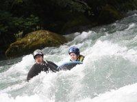 Descendiendo en aguas bravas en hidrospeed