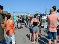 Esperando para embarcar en el puerto de Barcelona