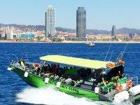 Ferry en la costa de Barcelona