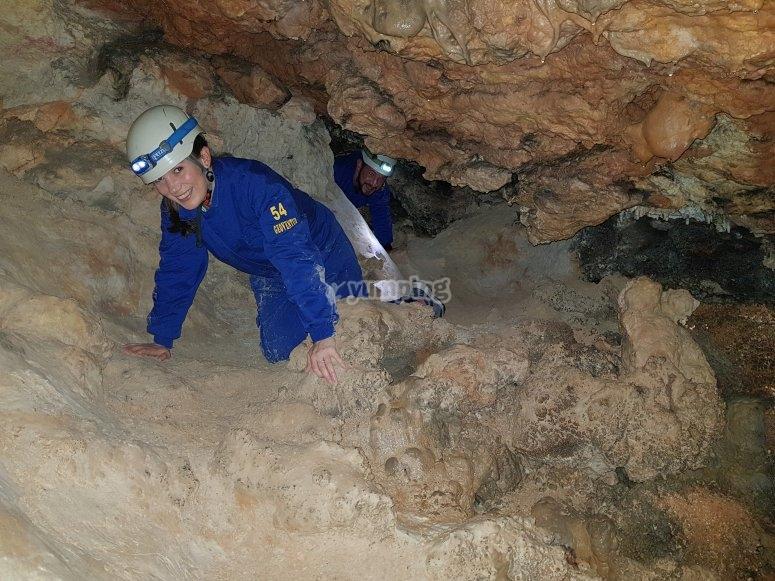Nella grotta gatto