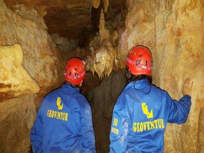 Medium level Speleology in caves of Utrillo 3h