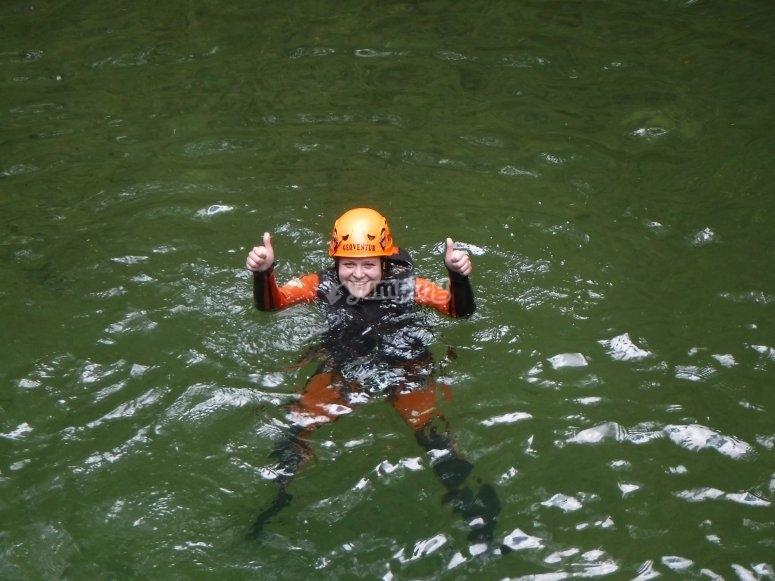 Saludando desde la piscina natural