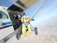 帕洛玛从飞机上一并发射