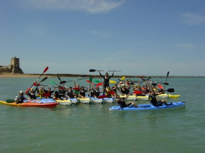 Kayak y animación para grupos en Sancti Petri, 4h