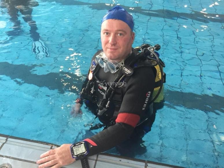 泳池潜水的课程