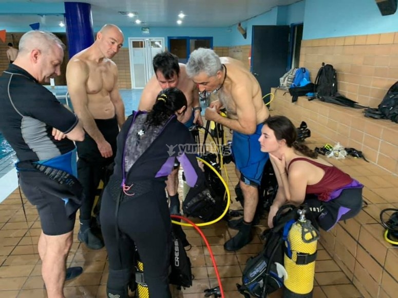 潜水设备的组装教学