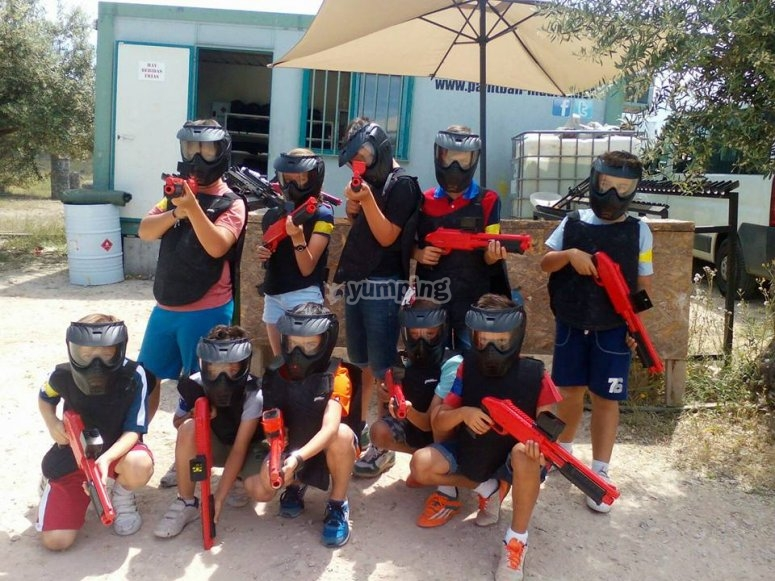 Kid's paintball players