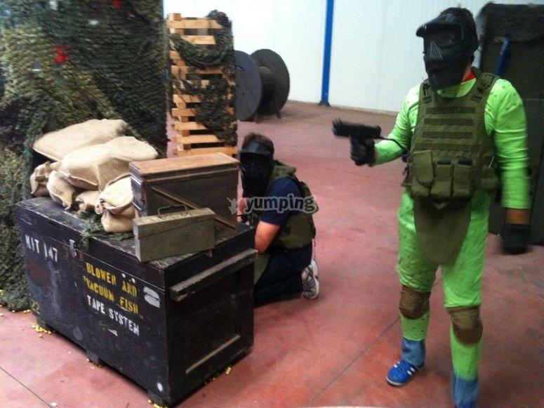 配备彩弹射击设备