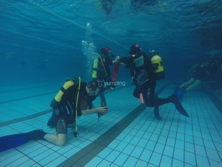 Inmersión de buceo en piscina Madrid