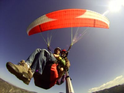 Organyà的滑翔伞飞行,10分钟+视频