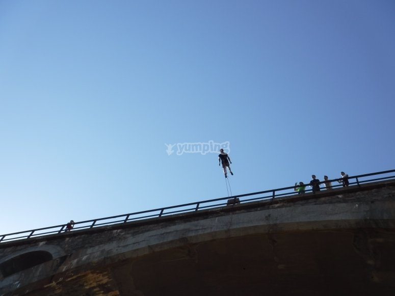 Bungee jumping in Alfambra